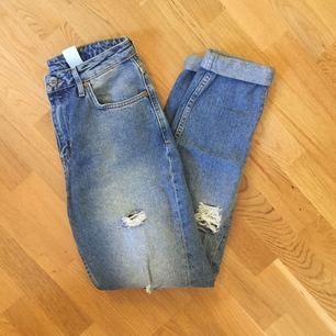 Högmidjade mom-Jeans från hm!!