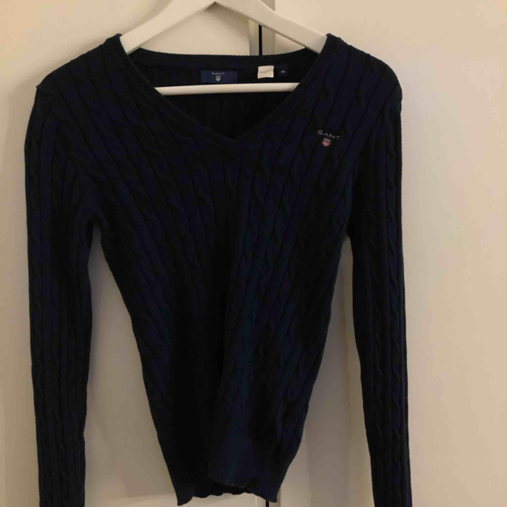 En kabellstickad Gant tröja, använd endast 1 gång. . Tröjor & Koftor.