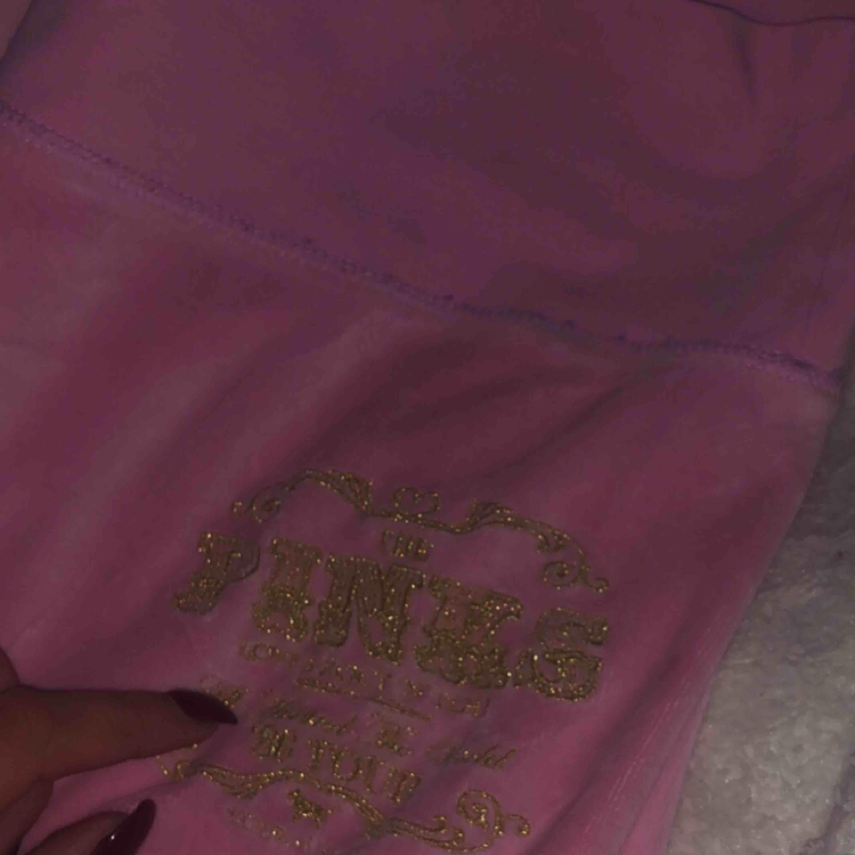 Fina pink mjukisbyxor strl s bootcut✨✨ KÖPAREN STÅR FÖR FRAKT. Jeans & Byxor.