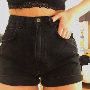 Supersnygga shorts från zara!! Använd endast en gång! Säljer pga för små