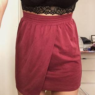 Supersöt kjol från monki!! Säljer pga för liten. Frakt tillkommer 🌸