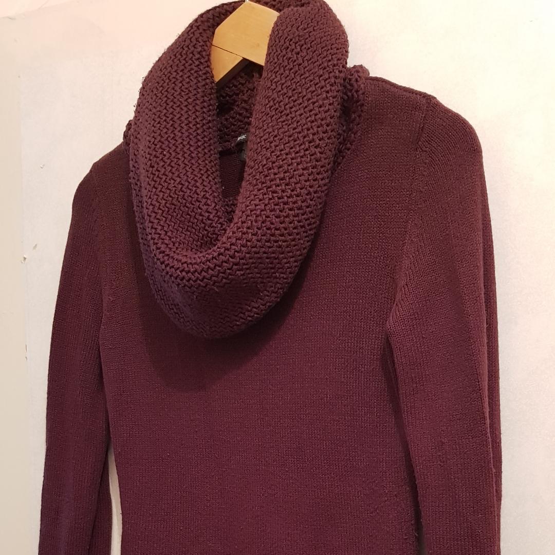 Tjock varm tröja storlek small, kan användmill klänning  140 kr med frakt  Endast Swich betalning . Stickat.