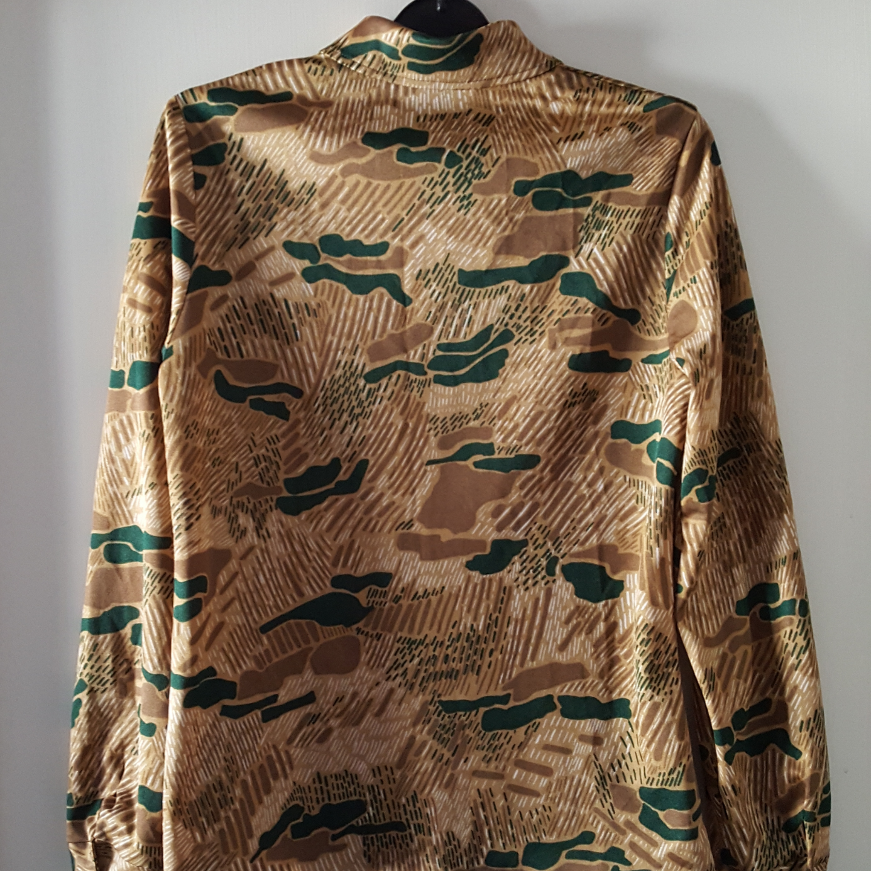 Vintage mönstrad skjorta från 60- 70-talet i fint skick. Storlek 40, men mer som ca 36/38. Finns i Örebro men kan skickas om köparen står för fraktkostnaden.. Övrigt.
