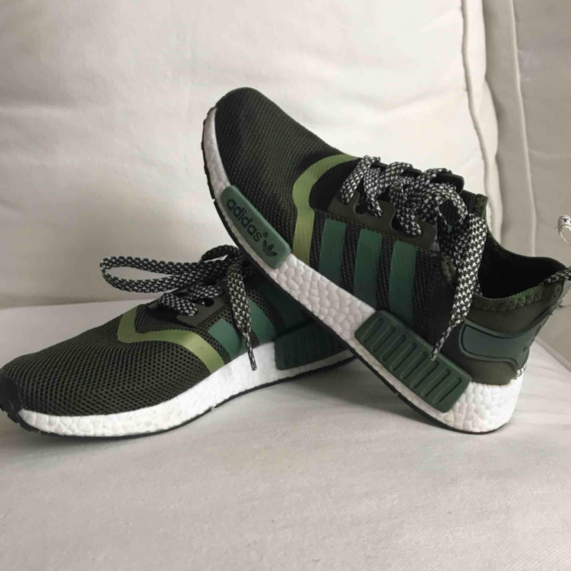 Helt nya adidas skor säljer pga ej användning. . Skor.