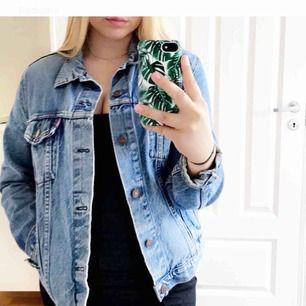 En fin Levi's jeans jacka. Fin i skicket. Rök och djurfritt hem. Frakten ingår i priset 💙