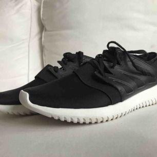Helt nya adidas skor säljer pga ej användning