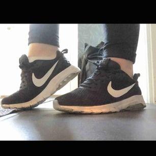 Skit snygga Nike air max. Använda men är i gott skick då dom är lite för små för mig. Nypris:999 kr. Frakten ingår i priset 💗