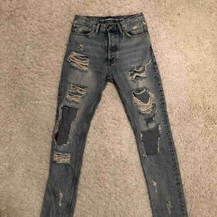 Fina slitna jeans, knappt använda