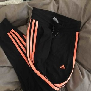 Lite tunnare Adidasbyxor i helt nytt skick då de aldrig är använda.