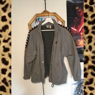 Vintage retro kappa jacka/tröja. Fint skick.passar storlek S-M Köparen betalar frakt på ca 70kr 👽👽👽