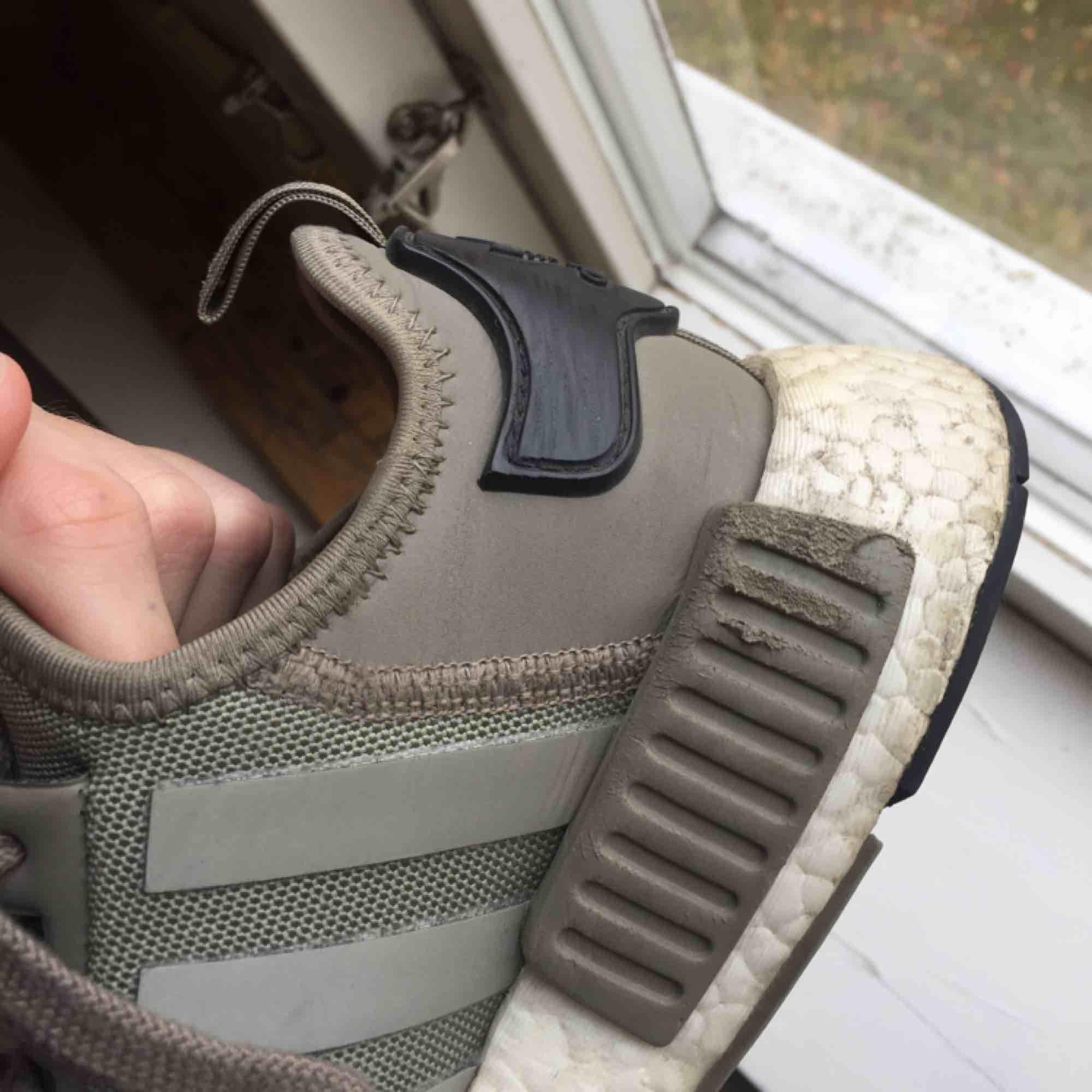 ... Adidas NMD R1 gröna skor. Storlek  38 Bra skick lite slitna (kolla 3de b1792d0680abc