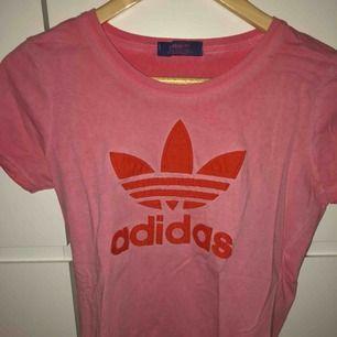 Adidas T-shirt, dock inte äkta