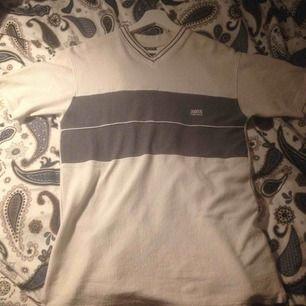 Hugo boss t-shirt, fraktas, och jag har swish