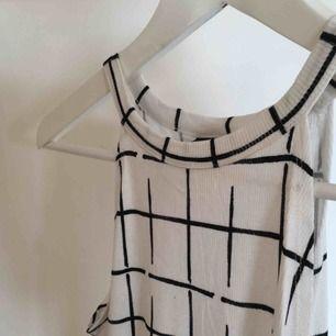 Bekvämt linne från Gina Tricot. Sparsamt använt. Köparen står för frakt :)