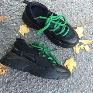 Fick idag hem ett par skor som tyvärr var alldeles för små för mig. Helt oanvända. Frakt tillkommer eller mötes i Norrköping eller i Linköping vissa dagar.