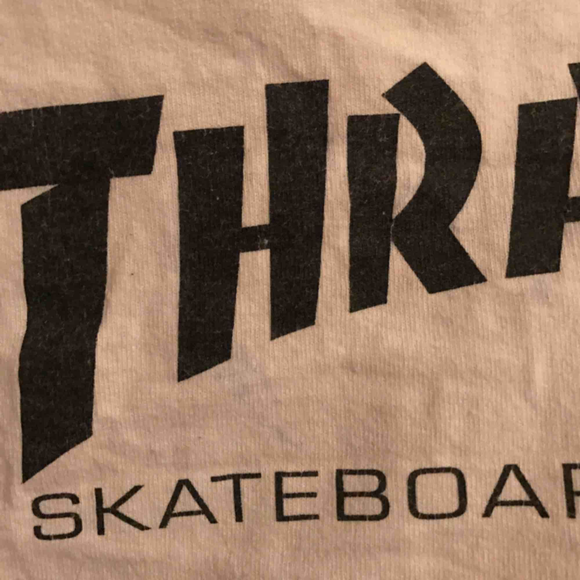 Avklippt Thrasher t-shirt till crop top, kort, storlek M frakt ingår. T-shirts.