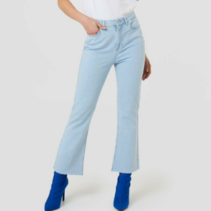 Sold out super-stylish kick-flare jeans from NA-KD! Totally unused and new, size 32. Meet up on Södermalm or in the T-center or be sent for shipping cost. Write if you have questions!