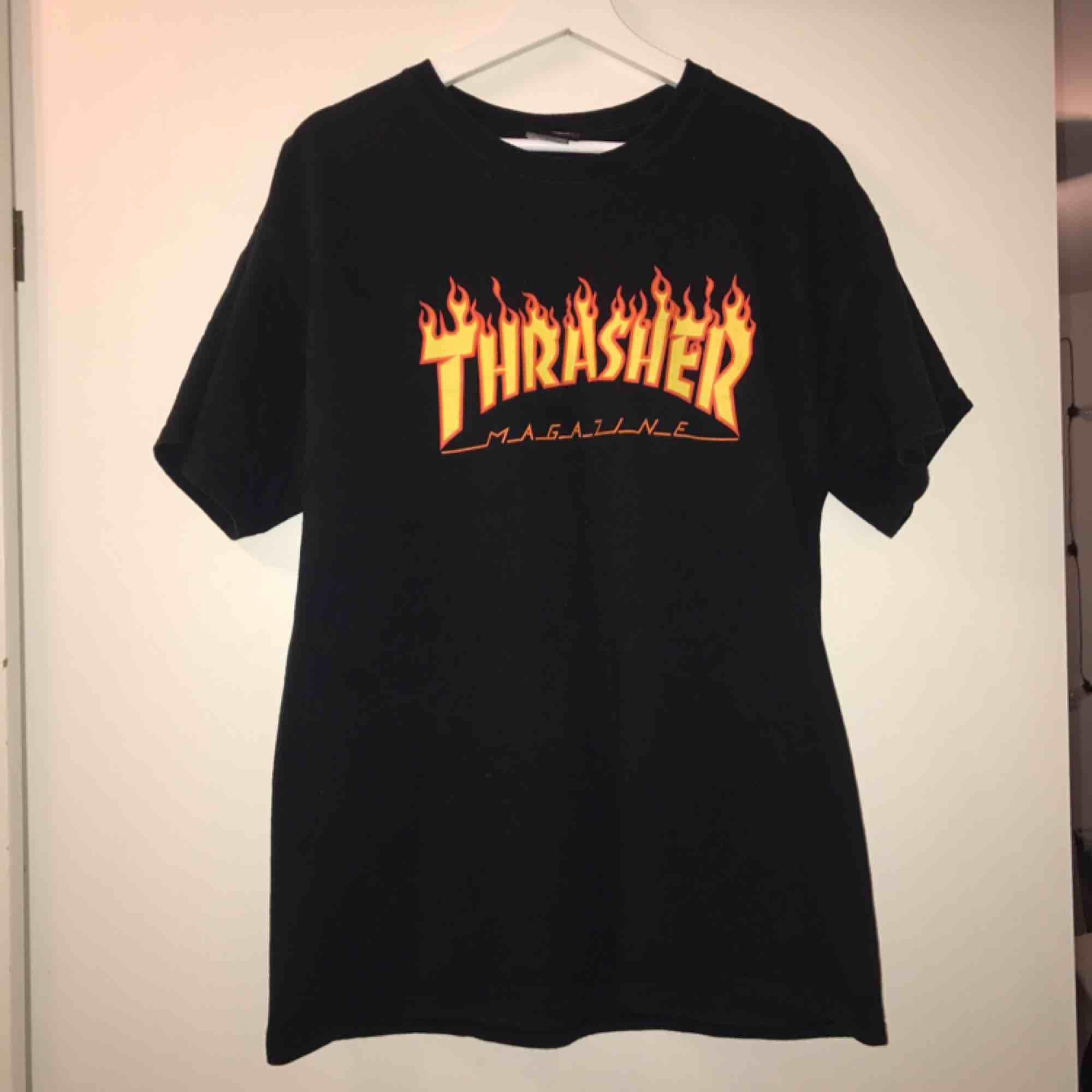 Thrasher t-shirt, använt mycket men fin ändå, storlek L, frakt ingår. T-shirts.
