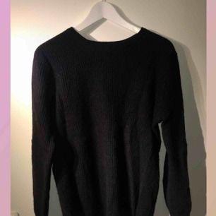 svart stickad tröja ifrån h&m  Frakt tillkommer, fraktar alltid med postnord