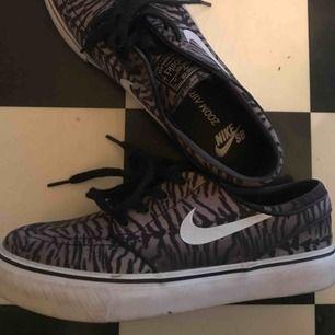 Nike SB skor, knappt använda pga lite små för mig, frakt tillkommer