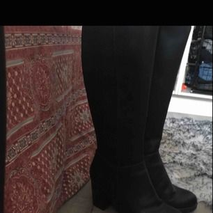 Jätte fina boots med äkta skinn, jätte fina nu till hösten! Använd 1 gång, Fler bilder bara att fråga! 😍