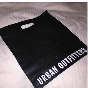 Tygpåse från urban outfitters, jag står för frakten ❤️🤙🏼💋