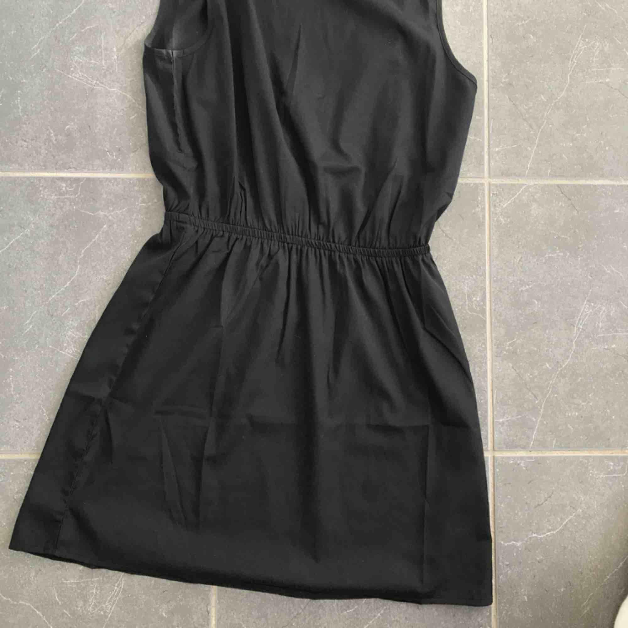 Klänning från Jacqueline de Young i storlek 38/M/S. Aldrig använd. Klänningar.