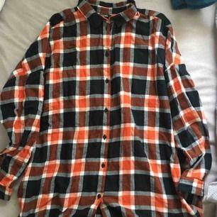 Skjorta från monki! Knappt använd. Köpare står för frakt