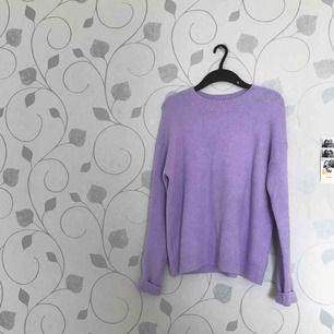 Jättefin och mysig tröja från & other stories! Otrolig lila färg på tröjan men den kommer inte till nån användning!! 😩✨