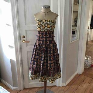 Vacker afro-inspirerande klänning stl: S