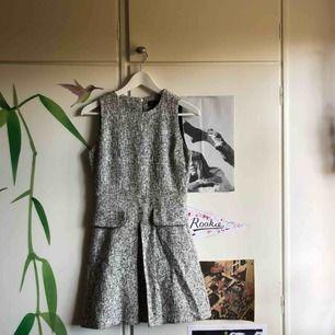 Fin gråspräcklig klänning från Topshop. Knappt använd alls 💐