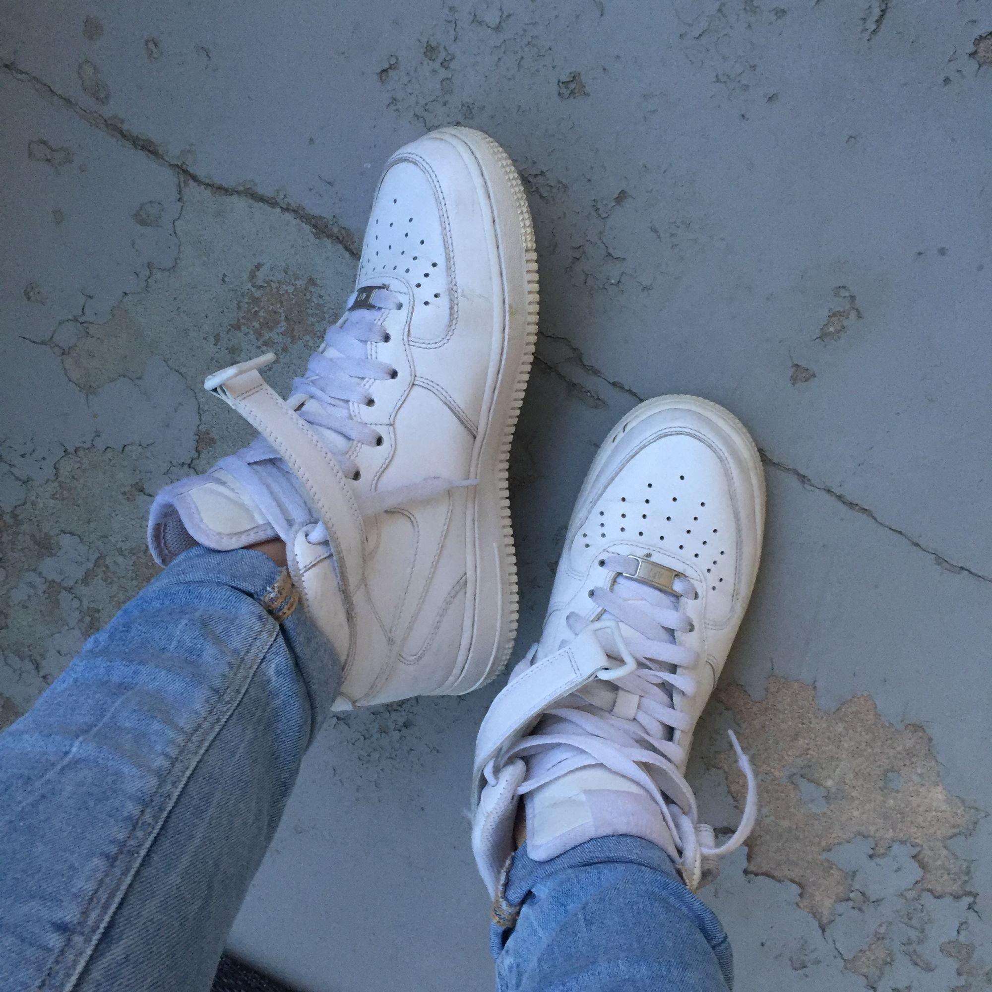 0debd7f4326 Vita Nike air max 1 höga, säljer pågrund av att de blivit försmå, ...