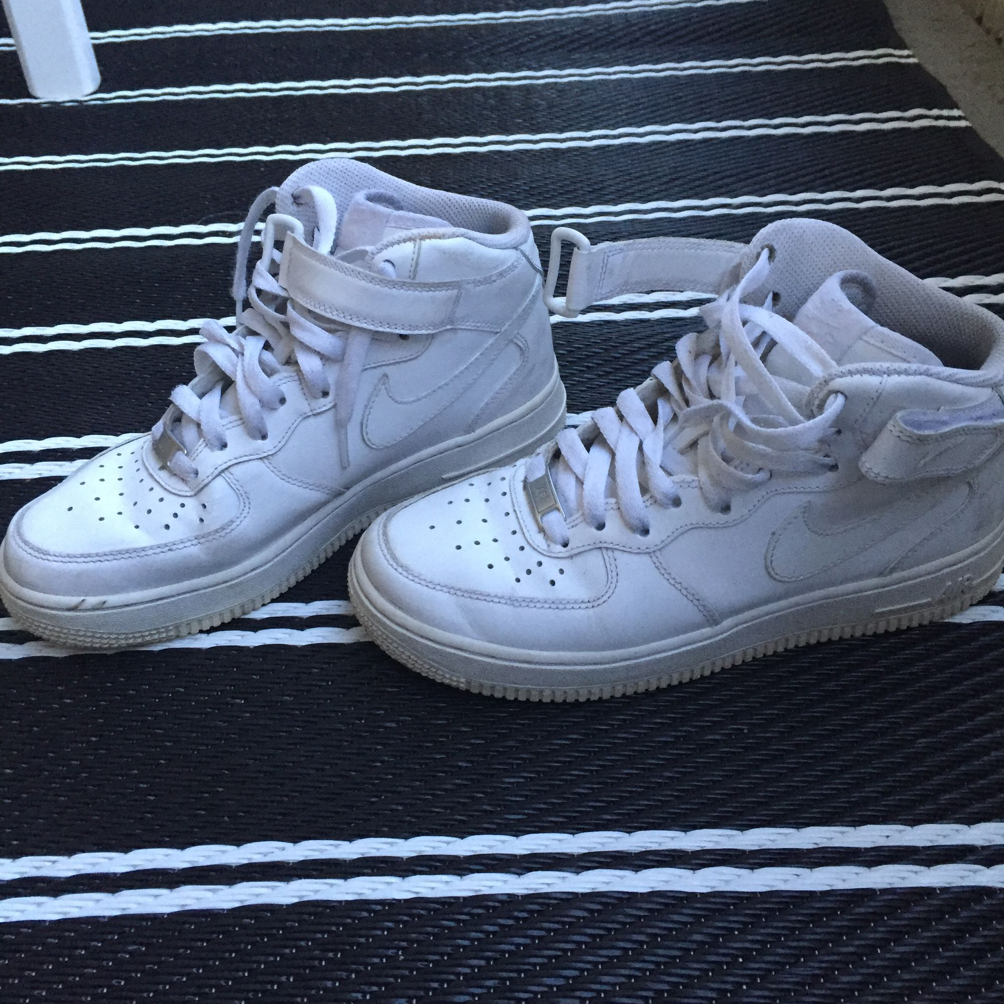 d1c0a6b093f ... använda Vita Nike air max 1 höga, säljer pågrund av att de blivit  försmå, använda