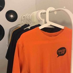 Säljer denna snygga t-shirt från H&M, pga använder inte längre, köpare står för frakt :)