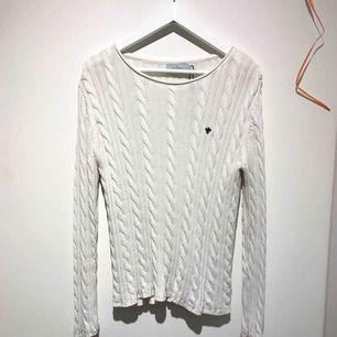 Superfin Morris tröja, kabelstickad😍 köpt nyligen och aldrig använt, endast testad💕 frakt tillkommer på 35kr 😇📩