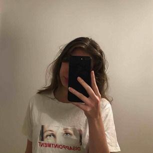 DISAPPOINTMENT t-shirt i storlek M/S, använd ett par gånger och tvättas å stryks innan leverans!