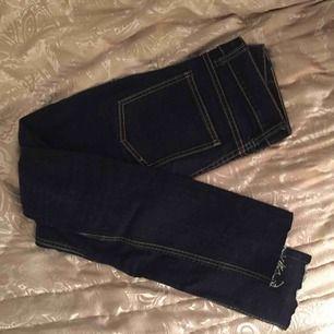Supersnygga, tighta cheap monday jeans, tyvärr alldeles för tighta för mig</3   Kan skicka eller mötas upp