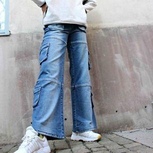 Mer finns på second-vintage.com  Sjukaste jeansen!! Ovanliga och jätte coola🔥🔥 59kr frakt