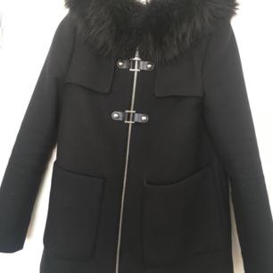 Zara kappa i storlek xs använd fåtal gånger, I jättefin skick . Nypris 1499 kr