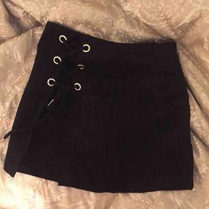 Schnygg kjol, aldrig använd påriktigt. Möter upp eller skickar (mot frakt)
