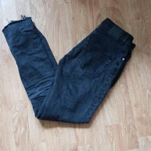 Jeans från weekday. Seattle. Köparen står för frakt.