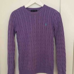 Stickad Ralph Lauren tröja, lila, fint skick<3