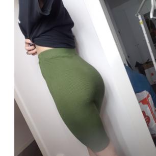 Fin ribbad kjol stretch.