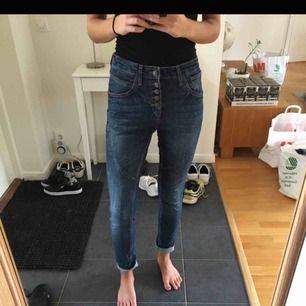 Boyfriend jeans, använda en gång, jättefint skick!
