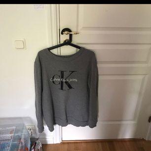 En jätte fin tröja som är äkta från Ck!! Säljaren står för frakten eller mötas upp i nordstan/gbg!! Pris kan diskuteras vid snabbt affär😃
