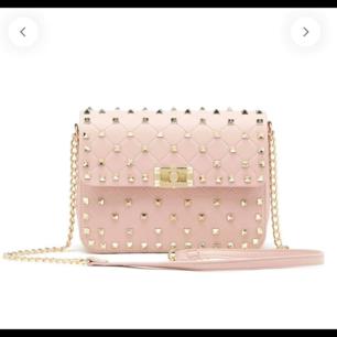 Rosa väska använd ett par ggr, 429:-med frakt  Endast Swich betalning eller kontant