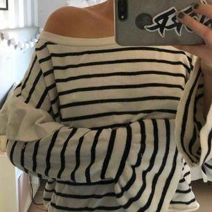 Super mysig stickad tröja💕 köpt på Zara! Aldrig använd.