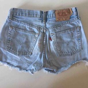 Jeansshorts från Levi's, betalas med swish