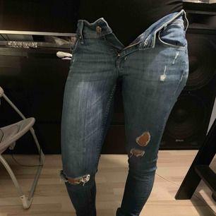 säljer mina slitna  jeans pga graviditet gjort mig större.  Stretchiga i materialet.