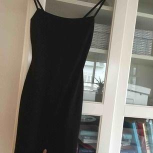 Jättefin Bodycon klänning i jätteskönt material! råkade beställa 2 så den är oanvänd med prislapp kvar fraktar 30kr